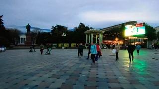 23 апреля 2021 г. Ялта, вечерняя видео прогулка по Набережной Курорта в пятницу. Южный Берег Крыма.