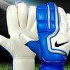 Бутцы и вратарские перчатки у Типичной Фк Звезда