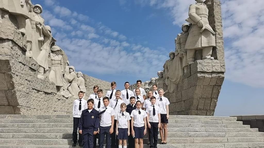 Ученики школы № 6 посетили Народный военно-исторический музейный комплекс ВОВ «Самбекские высоты»