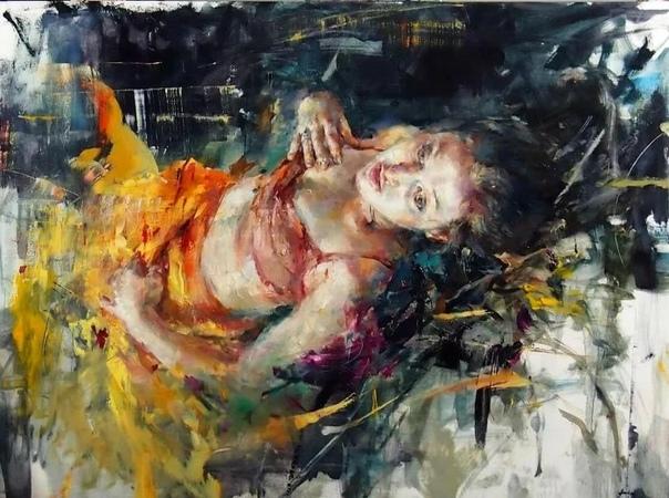 Художница родилась в городе Альбукерке, который расположен в штате Нью-Мексико С детских лет она стала проявлять интерес к художественному творчеству.Когда художница переехала жить в местность