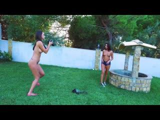 Lauren Louise - Lauren Shoots Gina
