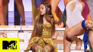"""Ariana Grande Performs """"God Is A Woman"""" 