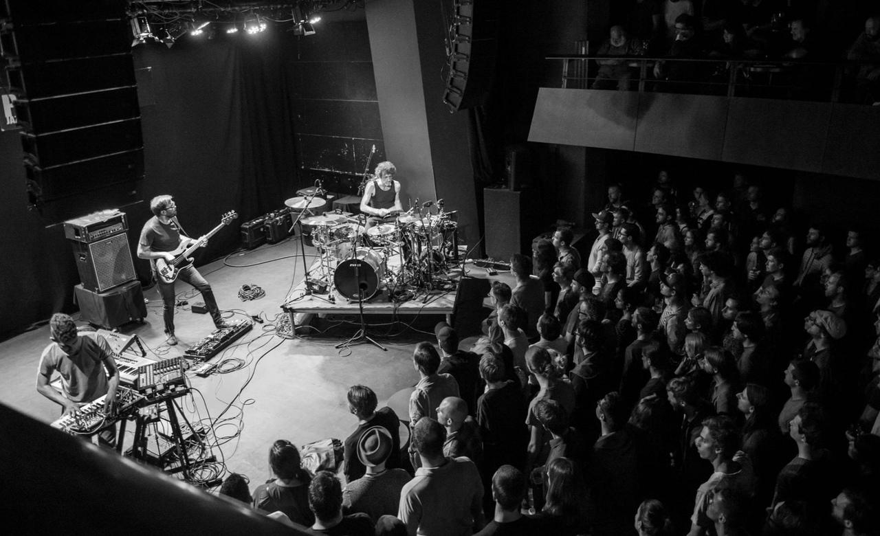 Джоджо Мейер и Nerve сновым альбомом Music For Sharks в Москве.