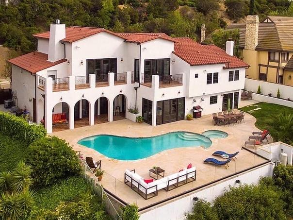 Лили Рейнхарт купила роскошный дом стоимостью 2,7 миллионов долларов (200 миллионов рублей).