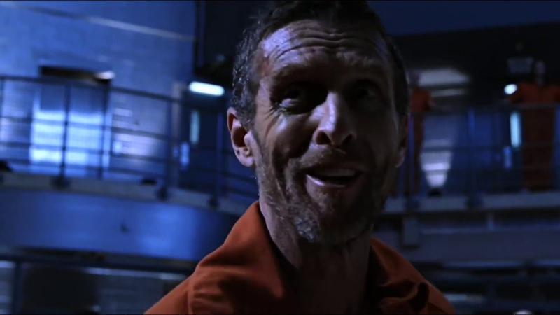Тайны Смолвиля Кларк в теле Лайонелла в тюрьме Обмен телами