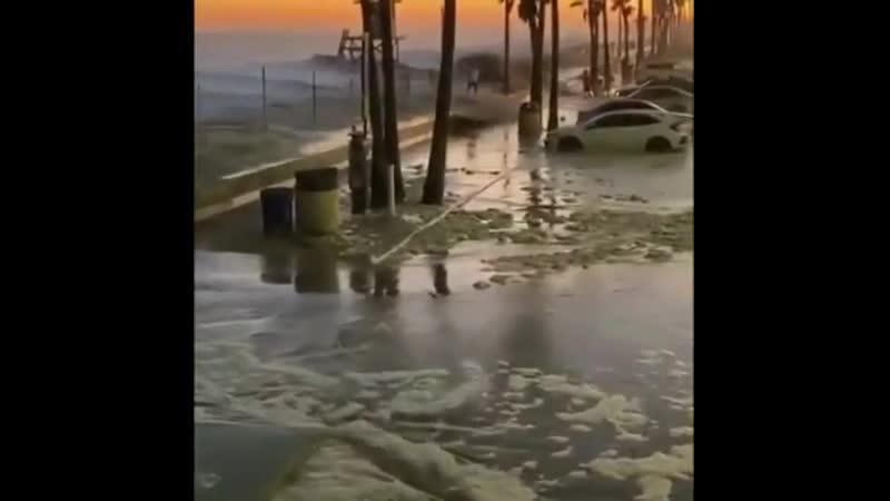 Сильный прилив вызвал наводнение в Калифорнии 04 07 2020
