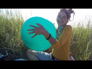 Funny Looner Girl Inflating Balloons on BEACH | Special Non-Popper Video