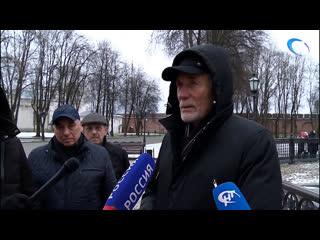 Звезда фильма «Любовь и голуби» Александр Михайлов прогулялся по новгородскому Кремлю