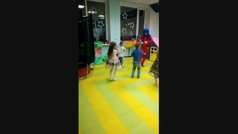 Веселый танец с Леди Баг и Трансформером Бамбелби
