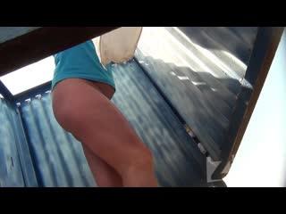Нарезка малолеток в пляжных кабинках(подсмотр,кабинки,скрытая камера,hz,spy cam,hidden zone,bh,beach cabin)