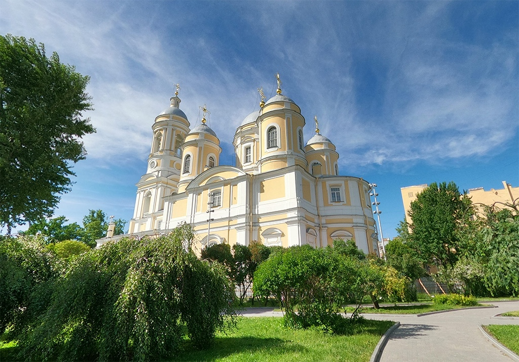 Успенский скверь и церковь, Петроградская сторона