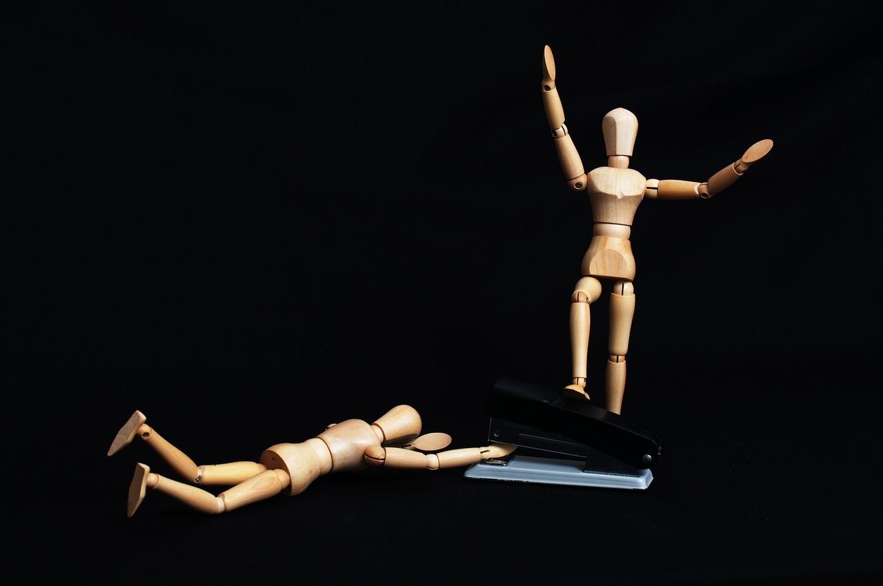 В Марий Эл агрессивная женщина покалечила двух мужчин