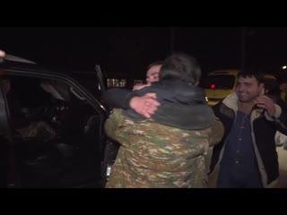 Боровшиеся с неизвестностью более 70 дней шестеро наших солдат вернулись на родину