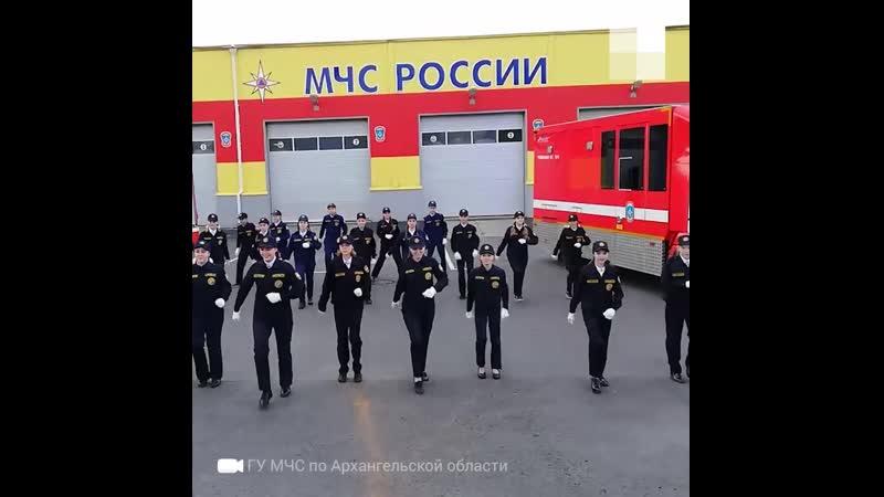 Кадеты танцуют в честь 30 летия МЧС