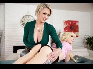 Пышногрудая милфа соблазнила молодую блондинку (Dee Williams,инцест,milf,минет,секс,мамку,сиськи,лесби,brazzers,порно,зрелую)