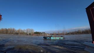 Тает лёд, подняли мост 07 04 18
