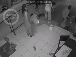 Российские туристы устроили драку в кабаке. Таиланд