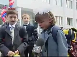 1 сентября,девочку закрыли в классе когда всем раздовали шарики :(