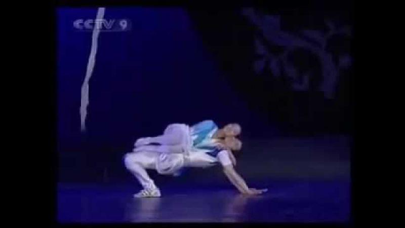 Парень без ноги и девушка без руки танцуют красиво