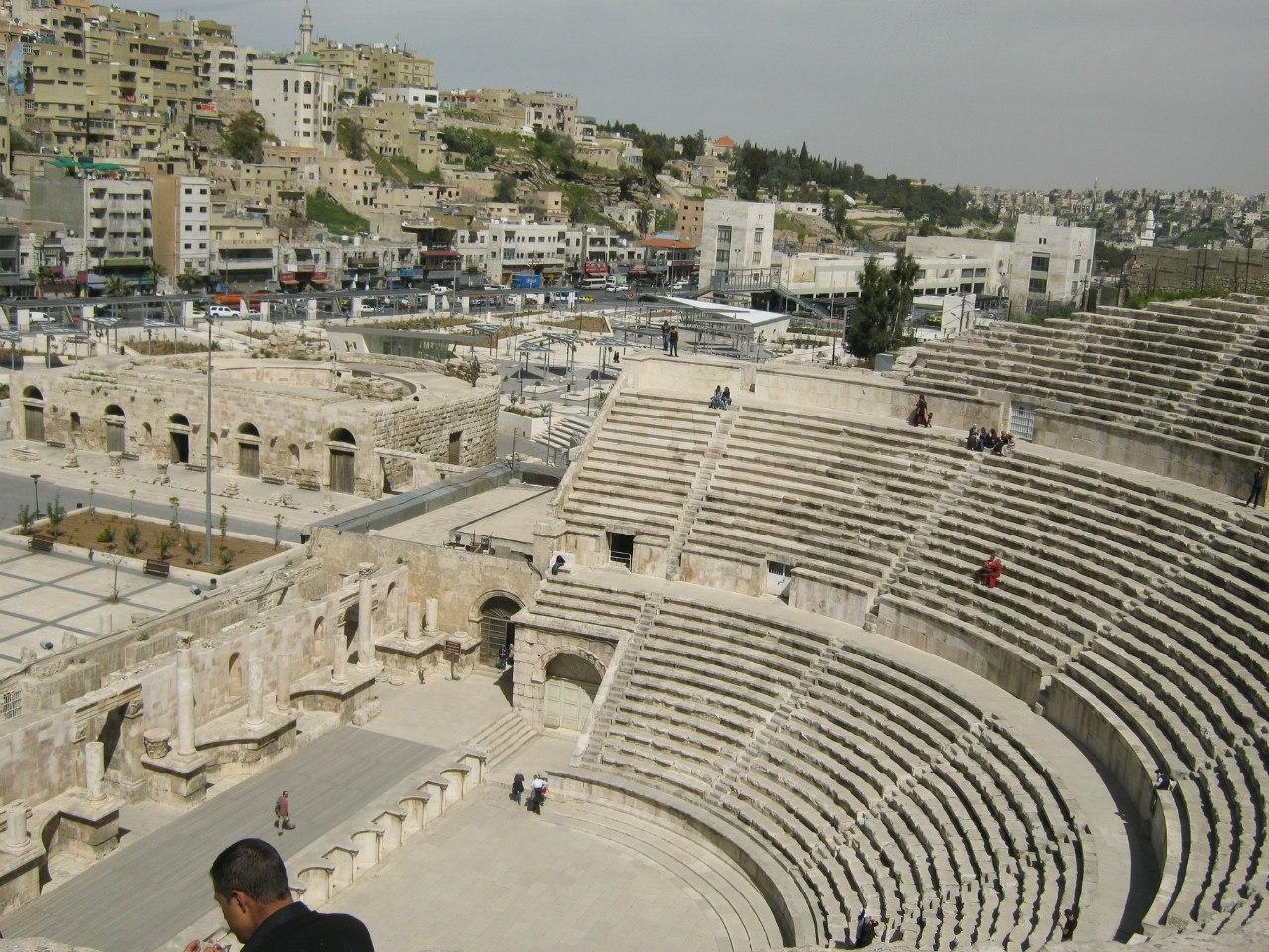 Древний амфитеатр в центре Аммана