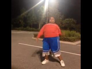 даже толстый танцует лучше тебя