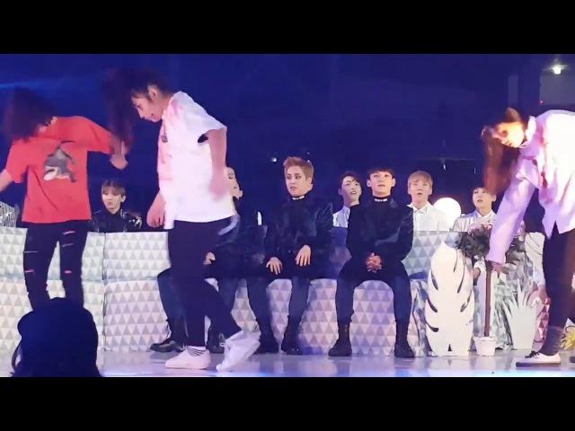 [HD Fancam] 161119 EXO full reaction to TWICE - Cheer up TT @ MMA