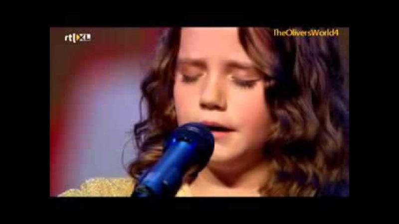 Garota de 9 Ano Sobe no Palco e Rouba a Cena - Arrepiante!