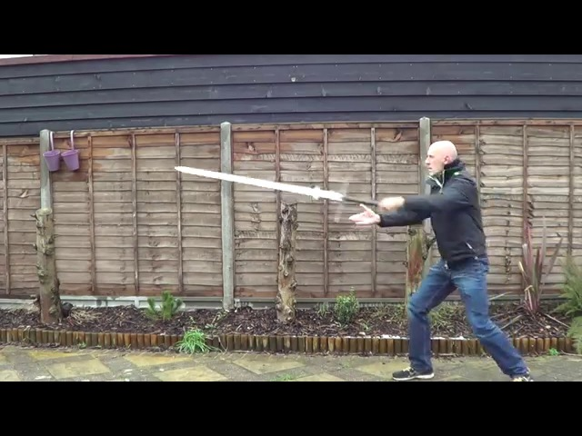 Can the two handed greatsword spadone montante zweihander be used one handed