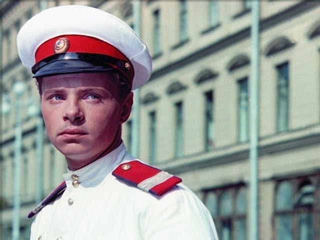 УЛИЦА ПОЛНА НЕОЖИДАННОСТЕЙ советский фильм детектив мелодрама 1957 год