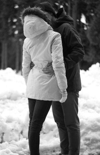 Фото парень с девушкой зимой без лица