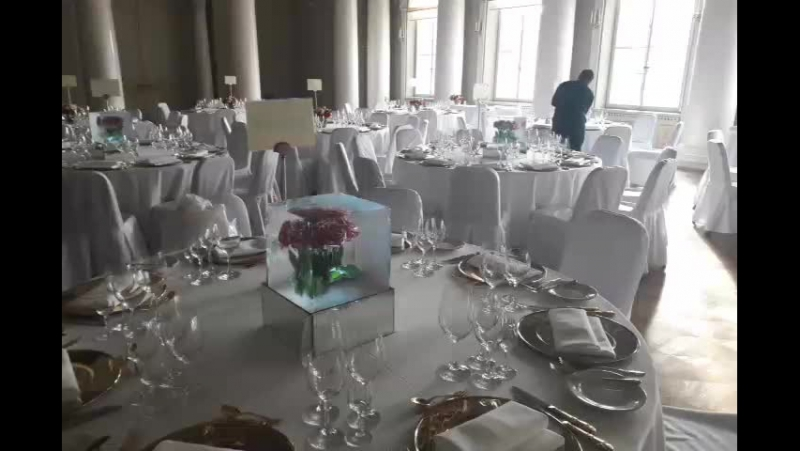 Ледяной декор в центре стола в Юсуповском дворце MariaCrystalIce 7-905-204-77-53 www.maryice.ru mashvik75@mail.ru icesculptur