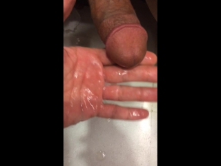 Дроч в туалете #gay #porn #homemade #toilet