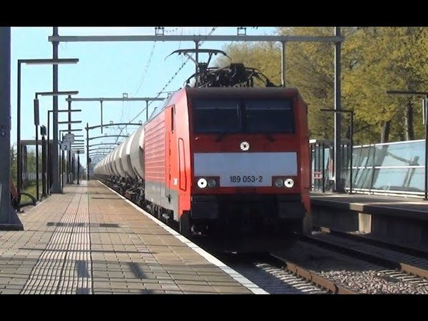 DB 189 053-2 met keteltrein komt door station Breda Prinsenbeek