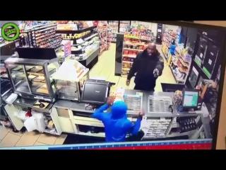Негра помешал ограблению и кажись одного пристрелил.