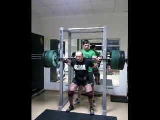 Аркадий Шалоха приседает 320 кг на 2 раза