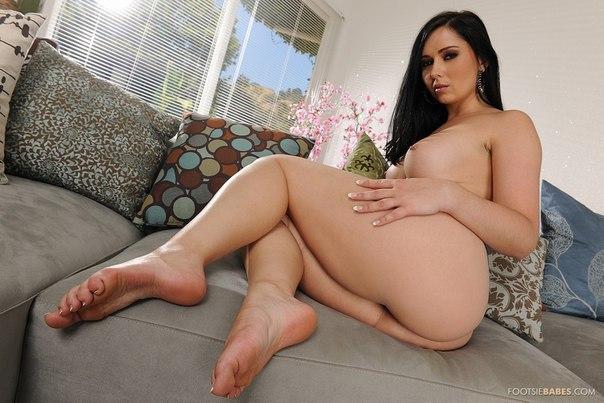 Japanese Mari Sanada Footsiebabes Dirndl Topless Javpic Nude Gals 1