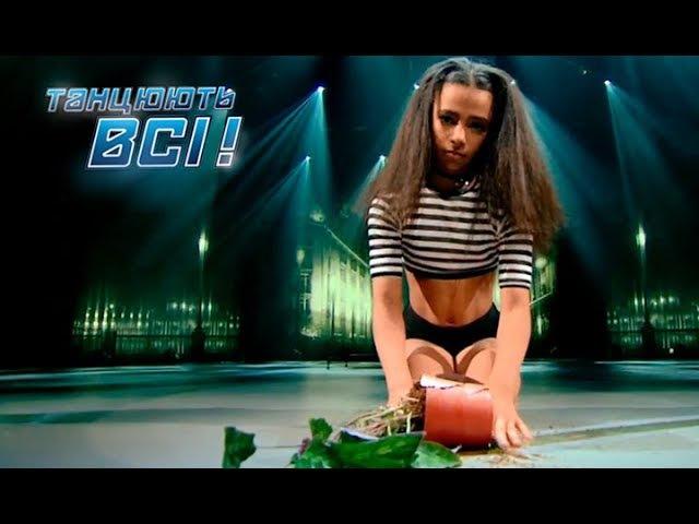 Удивительный талант маленькая девочка танцует Pole Dance Танцуют все