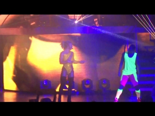 Britney spears - boys - live in hong kong (asia world expo arena)