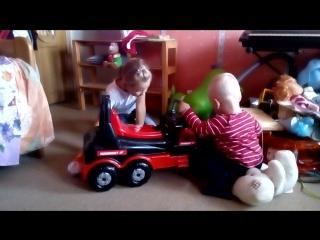 Леон, София и машина