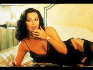 Х/Ф Коктейль ночной любви / Секс  и охотно (Италия, 1982) Комедийный фильм - пёстрый набор коротких юмористических историй.