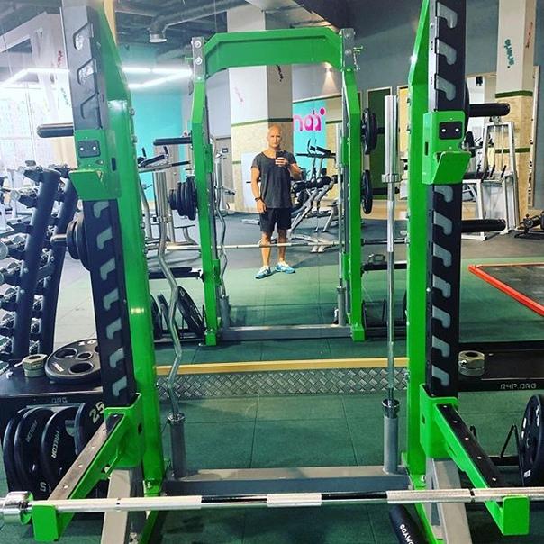 Denis Shashkin: Много железа не бывает! Физра по средам... #железо #спорт #среда #зеленый #фитнес