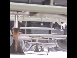 Как разворачивают грузовики в армии Китая