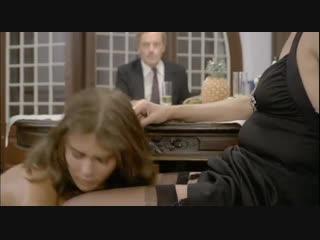 Лесбиянка принудила девушку лизать пизду (первый раз делает кунилингус, вылизала пилотку, старая пизда кончает)
