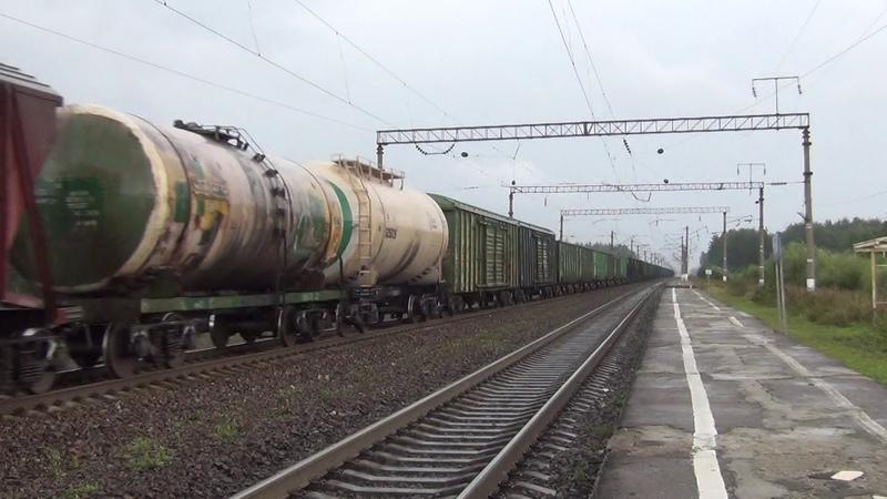 Тепловоз 2ТЭ25МК 0013 с грузовым поездом
