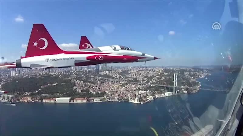 Авиашоу «Турецких звезд» над Стамбулом: видео из кабины пилота