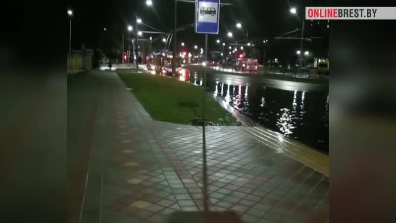 Троллейбусы остановились на Янки Купалы в Бресте