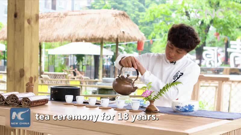 Trending China- A master of long-spout-pot tea ceremony