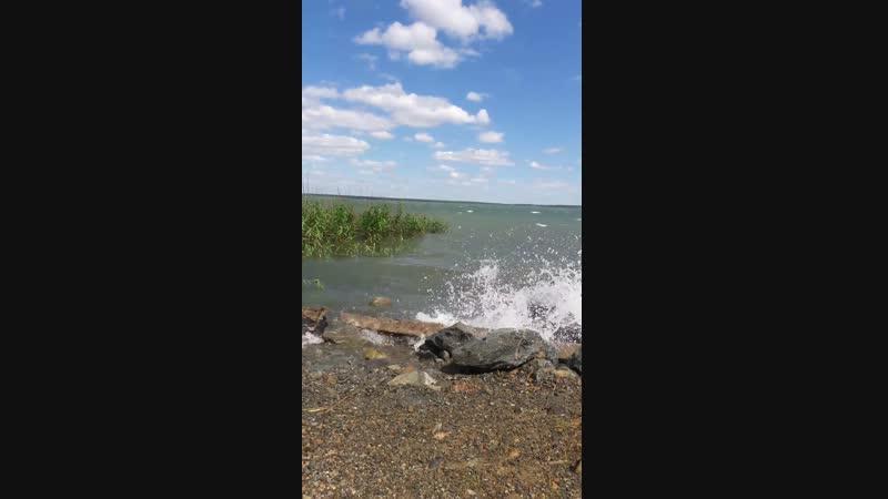 озеро бушует