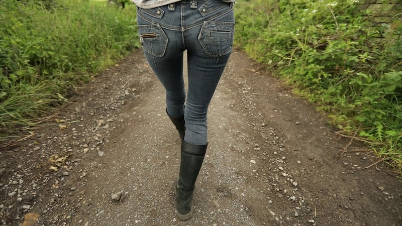 River Island - tight, skinny jeans with leather Timberland boots