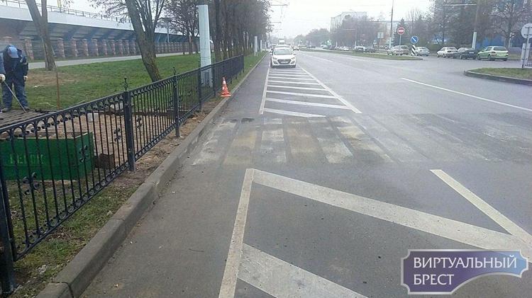 На ул. Я.Купалы у Савушкиного закрыли пешеходный переход